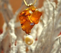 Amber Pendant by Goldschmiede Stoll